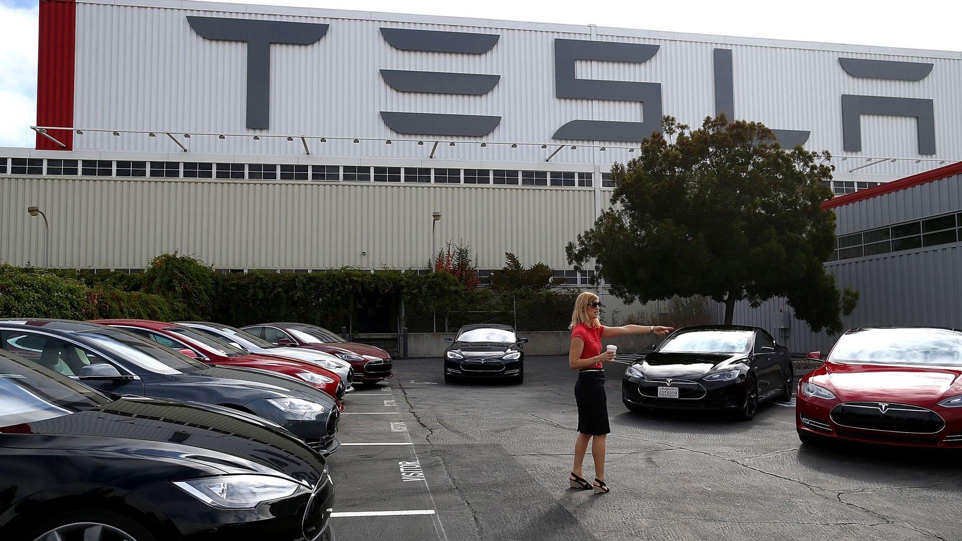 702 млн. долара загуба за Тесла през първото тримесечие