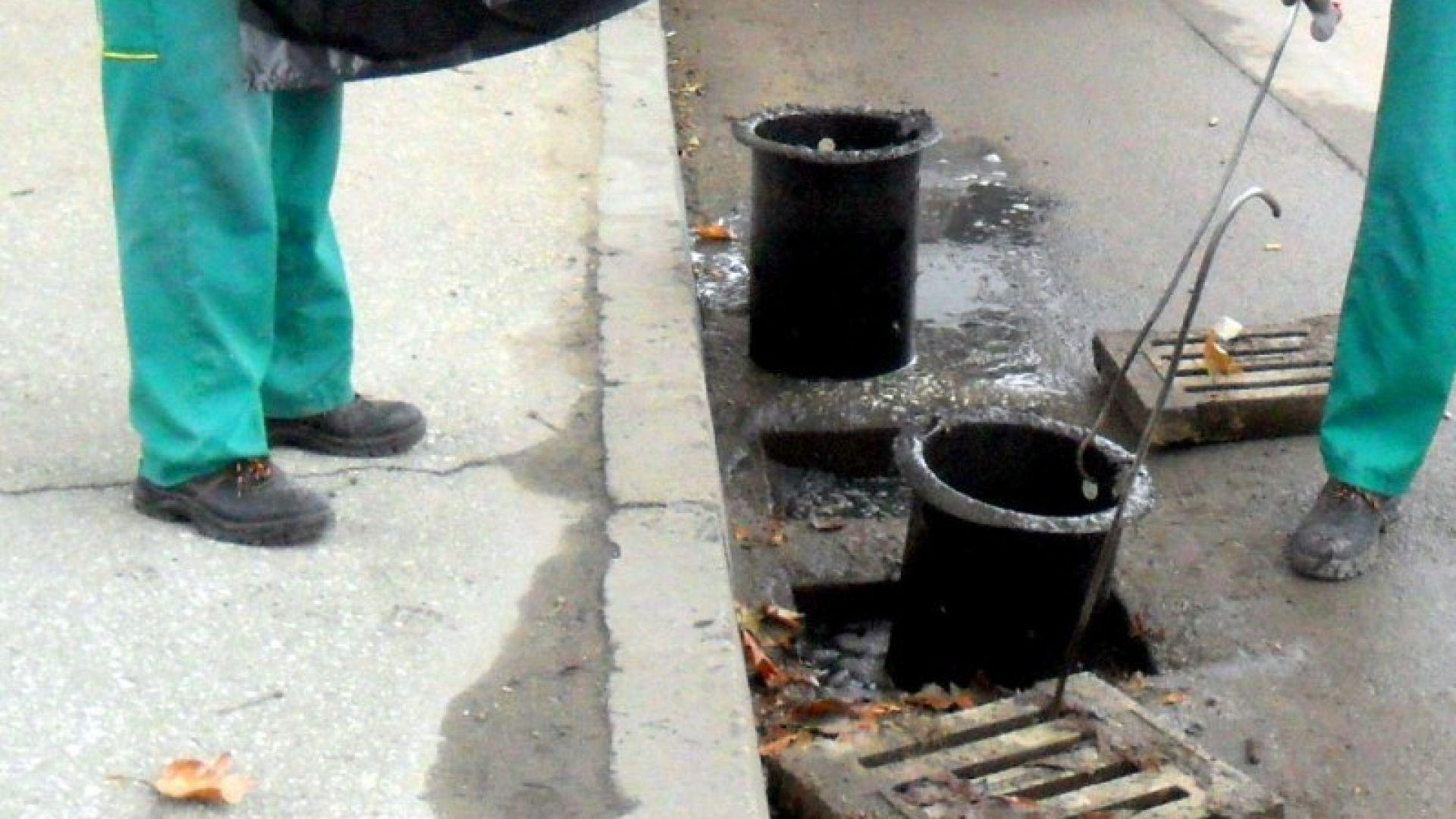 Чистят шахтите в Пловдив, не паркирай върху тях