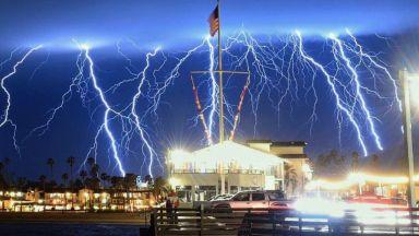 Ел Ниньо докара незапомнени гръмотевични бури в Калифорния