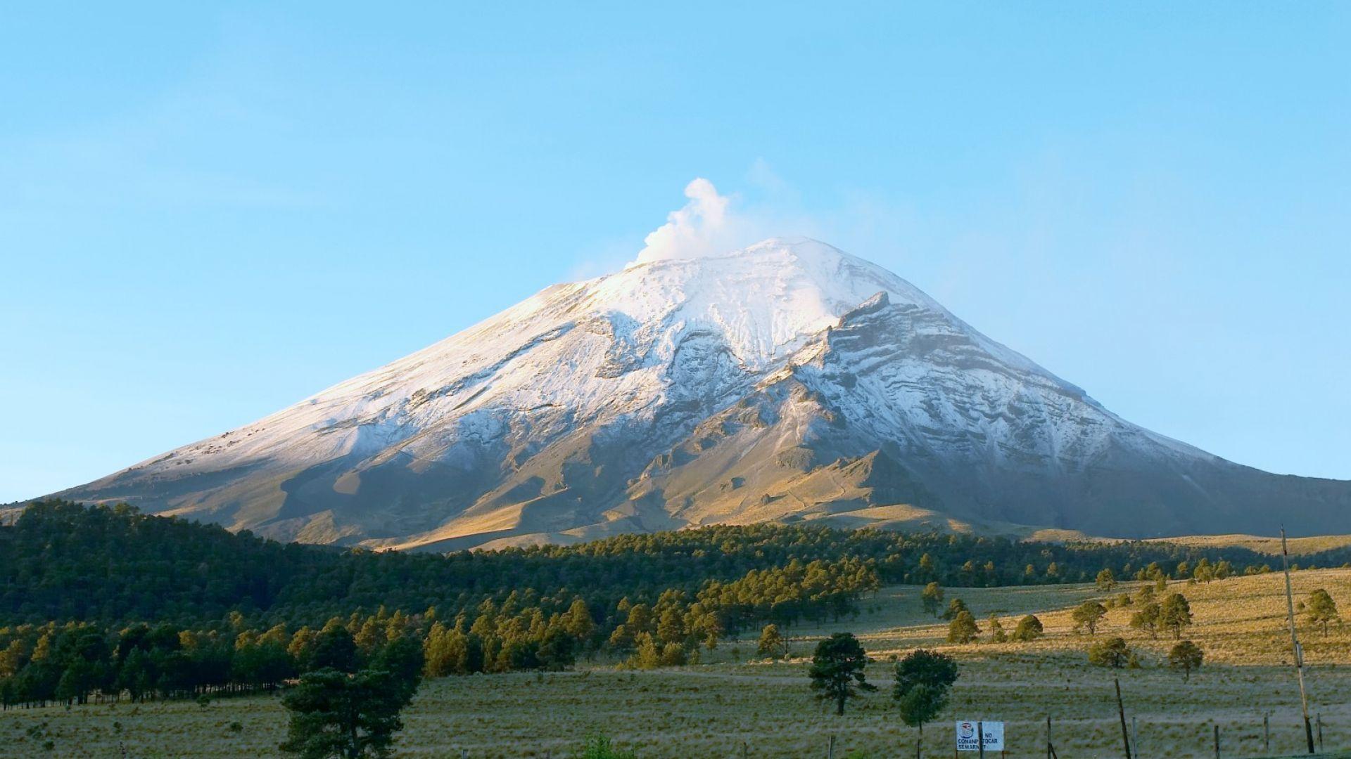 Изригна вулканът Попокатепетъл в Мексико (видео)