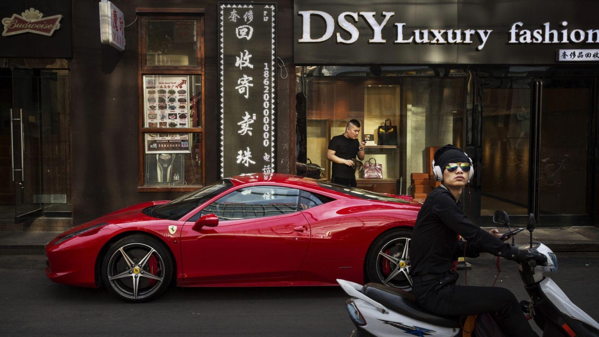 Продажбите на коли в Китай спадат девет месеца поред