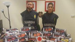 Арестуваха двама българи за внос на фалшиви играчки в Италия