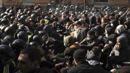 Полицаи са ранени при сблъсък с крайнодесни демонстранти в Киев