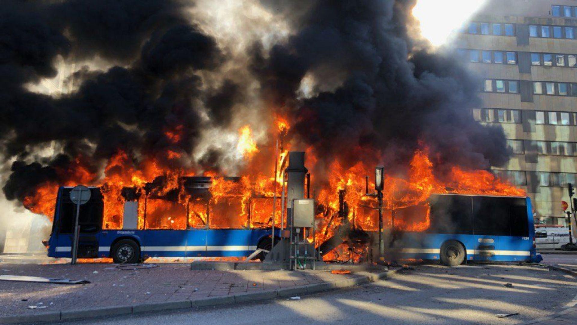 Мощна експлозия е разтърсила центъра на Стокхолм преди минути, съобщават