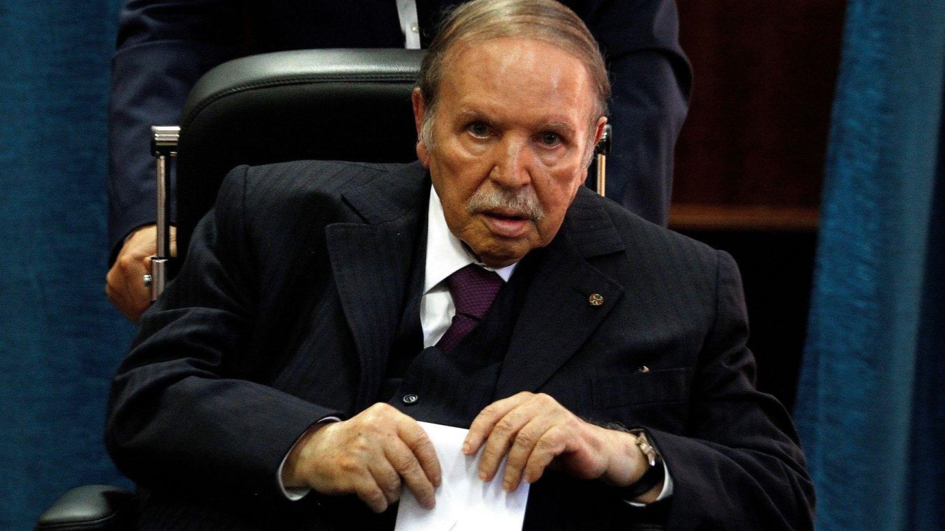 Алжирският президент се завърна в страната