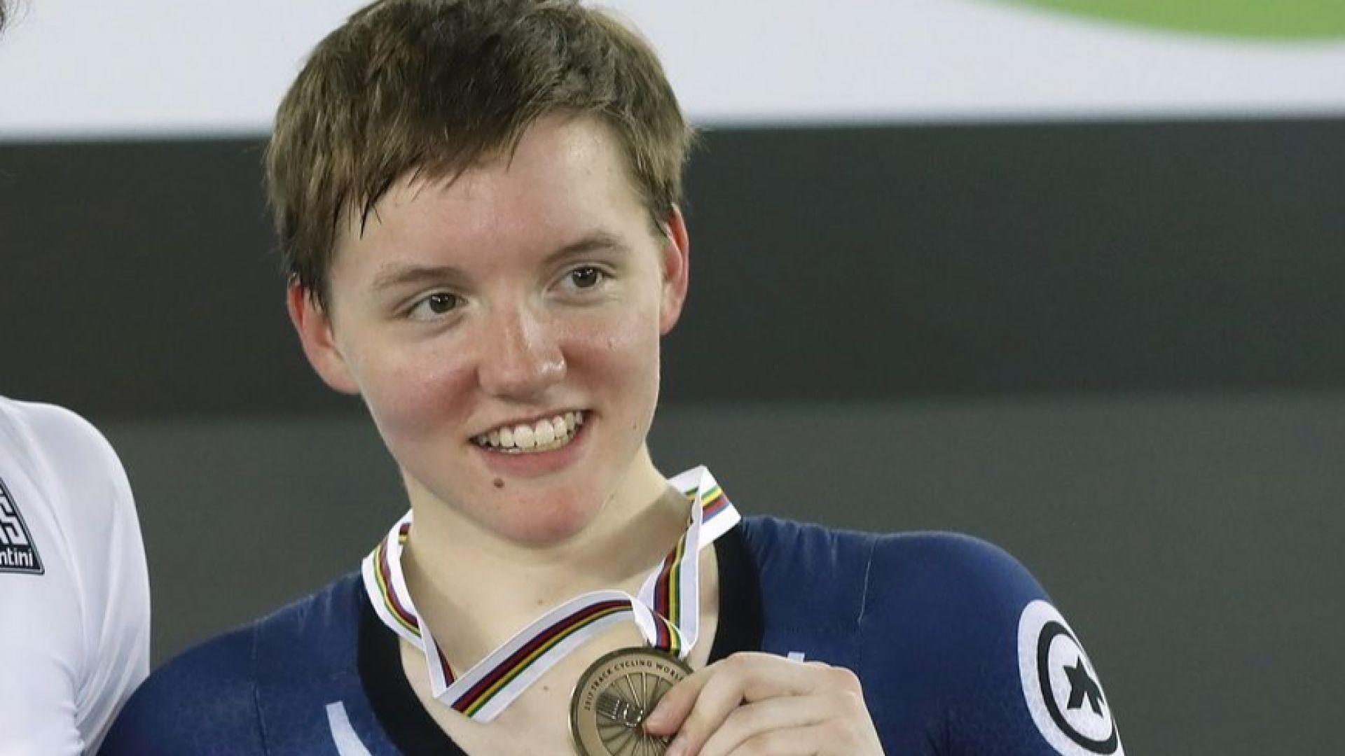 Трикратна световна шампионка се самоуби на 23 години