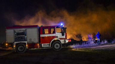 Във Враца изгоря цех за обработка на пилета