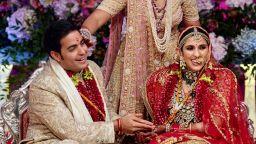 Наследникът на най-богатата индийска фамилия се ожени пред Тони Блеър и Приянка (снимки)