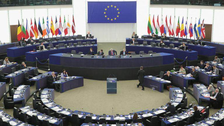 """Български депутати не гласуваха и вкараха пакета """"Мобилност"""" в ЕП, министърът бесен"""