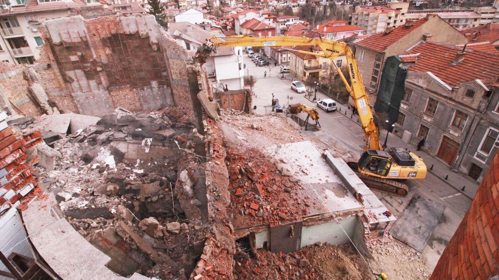 Велико Търново се прощава с емблематична сграда, заменят я с нов мол