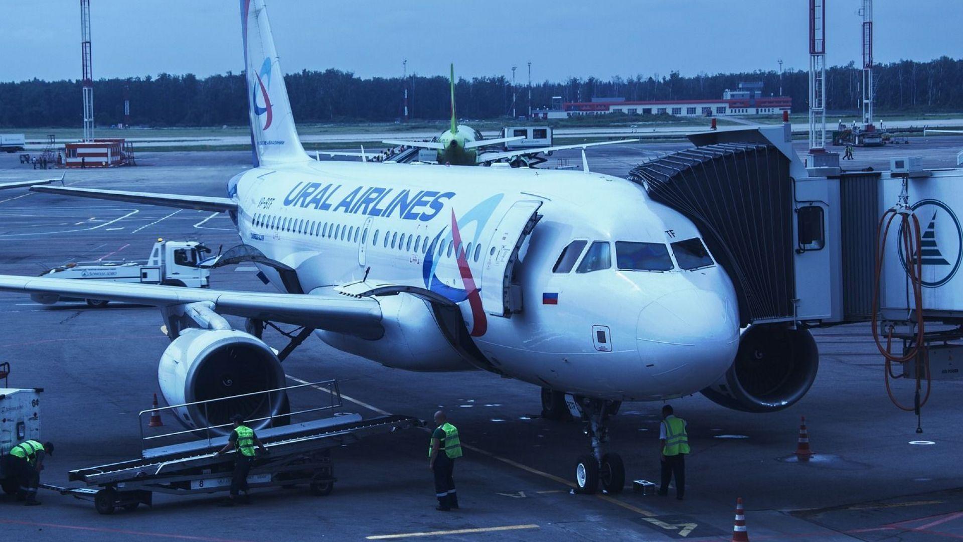 """Самолет на """"Уралските авиолинии"""" кацна извънредно заради бомбена заплаха"""