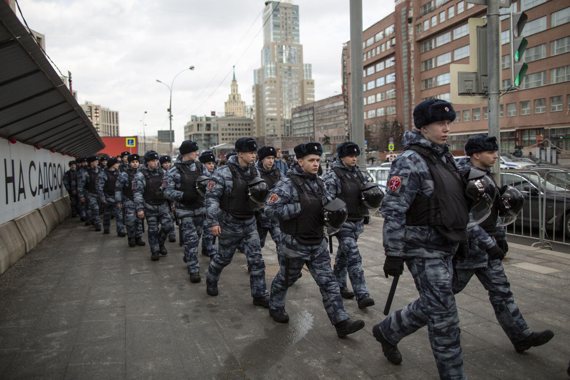 Въоръжени служители на реда бяха вдигнати на крак заради протестите