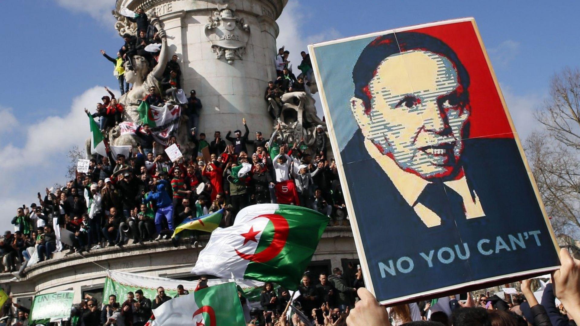 Алжирският президент отстъпи пред протестите и се отказа да се кандидатира за пети мандат