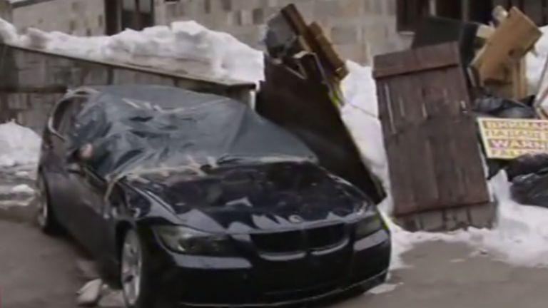 Дърво рухна и затисна автомобили на паркинг в Пампорово, но