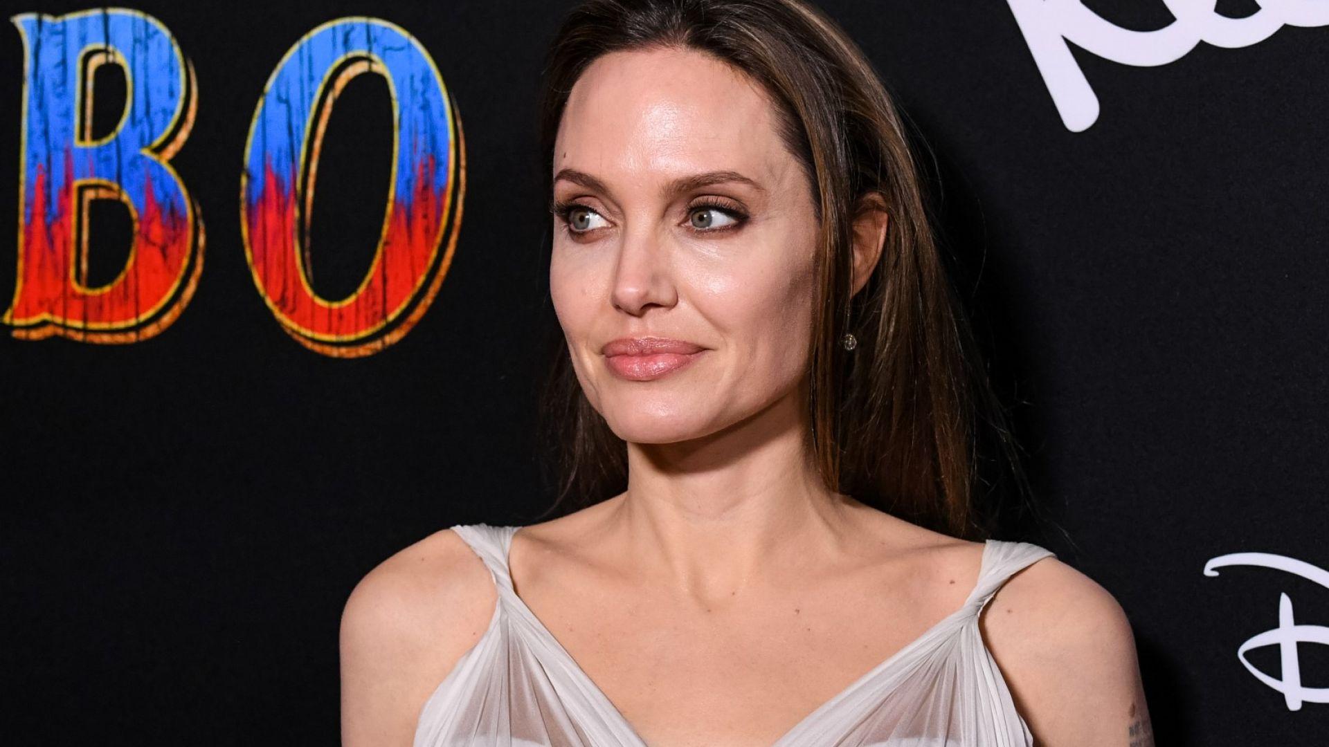 """Анджелина Джоли махна """"Пит"""" от името си"""