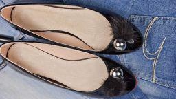 Балеринките и равните чехли са опасни