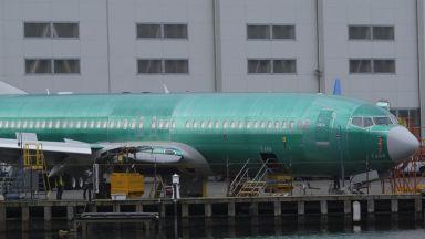 Спират полетите на Boeing 737 MAX 8 в още страни, САЩ с противоположен подход