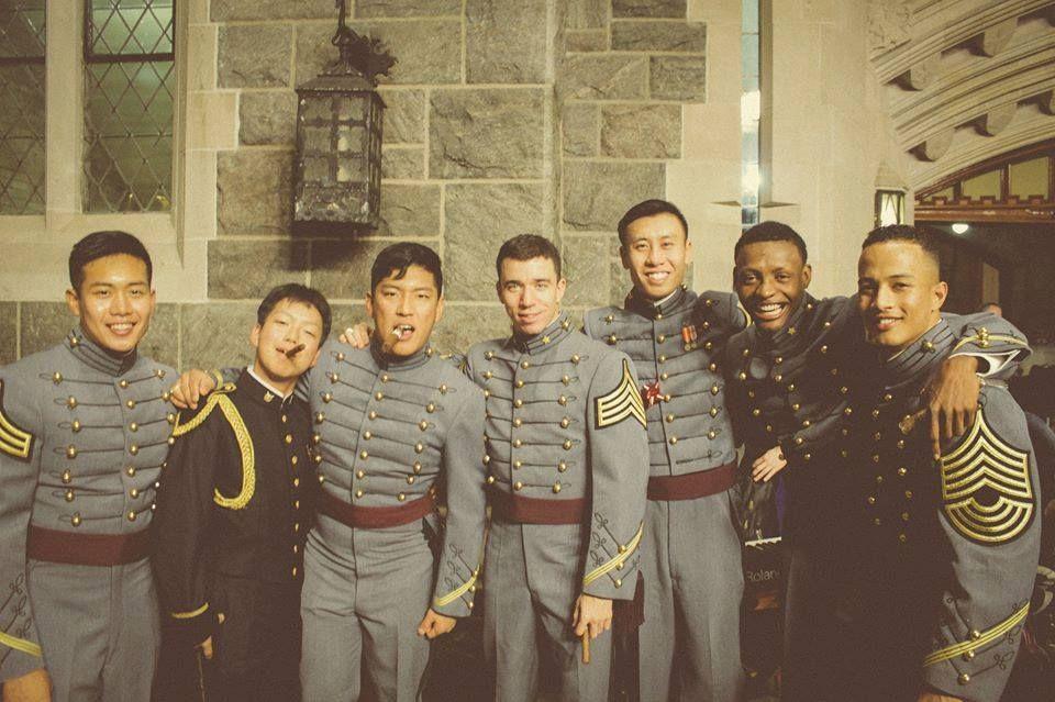 Любослав с други курсанти след коледната вечеря