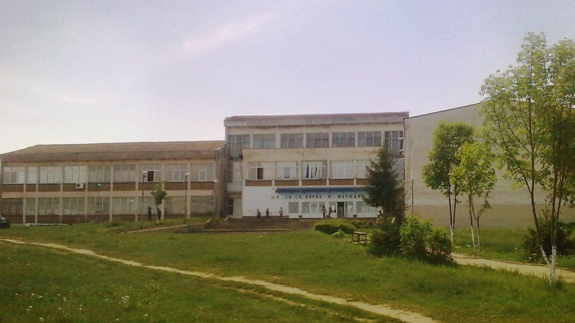 Брутална агресия в училище в Ловеч, арестуваха възпитател (видео)
