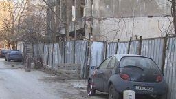 Бетонен блок удари покрив на пицария в София