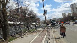 """Строителен кран падна в столичния квартал """"Младост"""" (снимки)"""