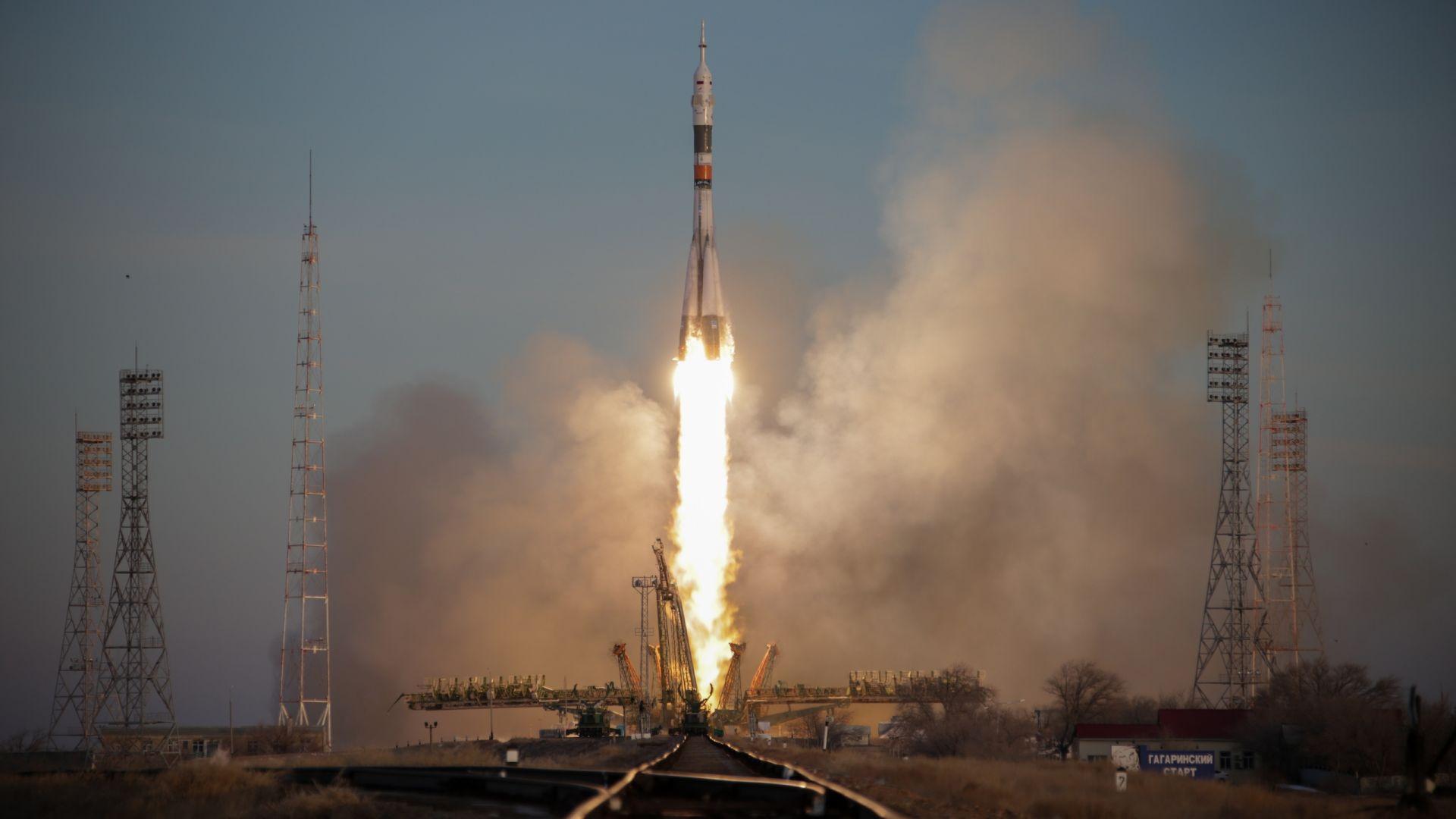 ОАЕ купува космически кораб от Русия