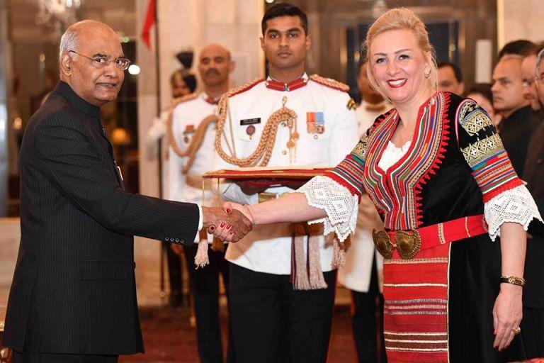 Българският посланик в Индия връчи акредитивните си писма в национална носия