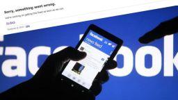 Facebook се срина