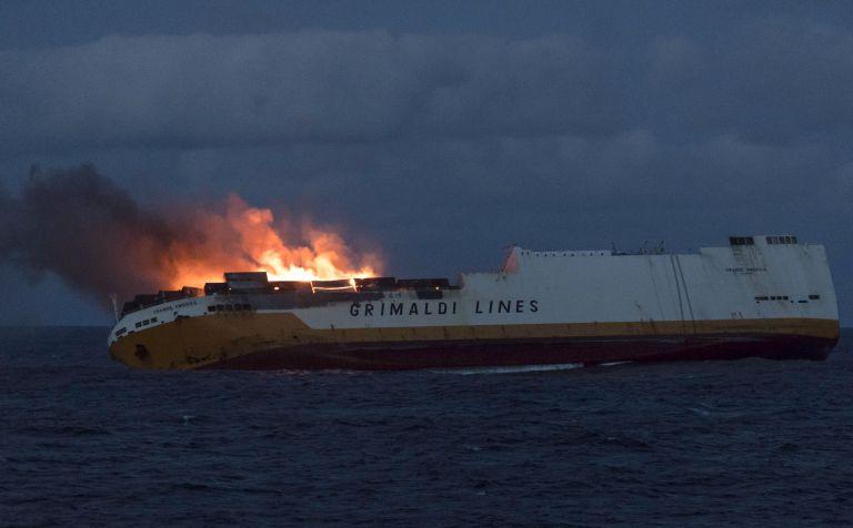 Корабът, натоварен с около 2200 тона гориво, потъна на около 330 км от крайбрежния град Ла Рошел в Западна Франция