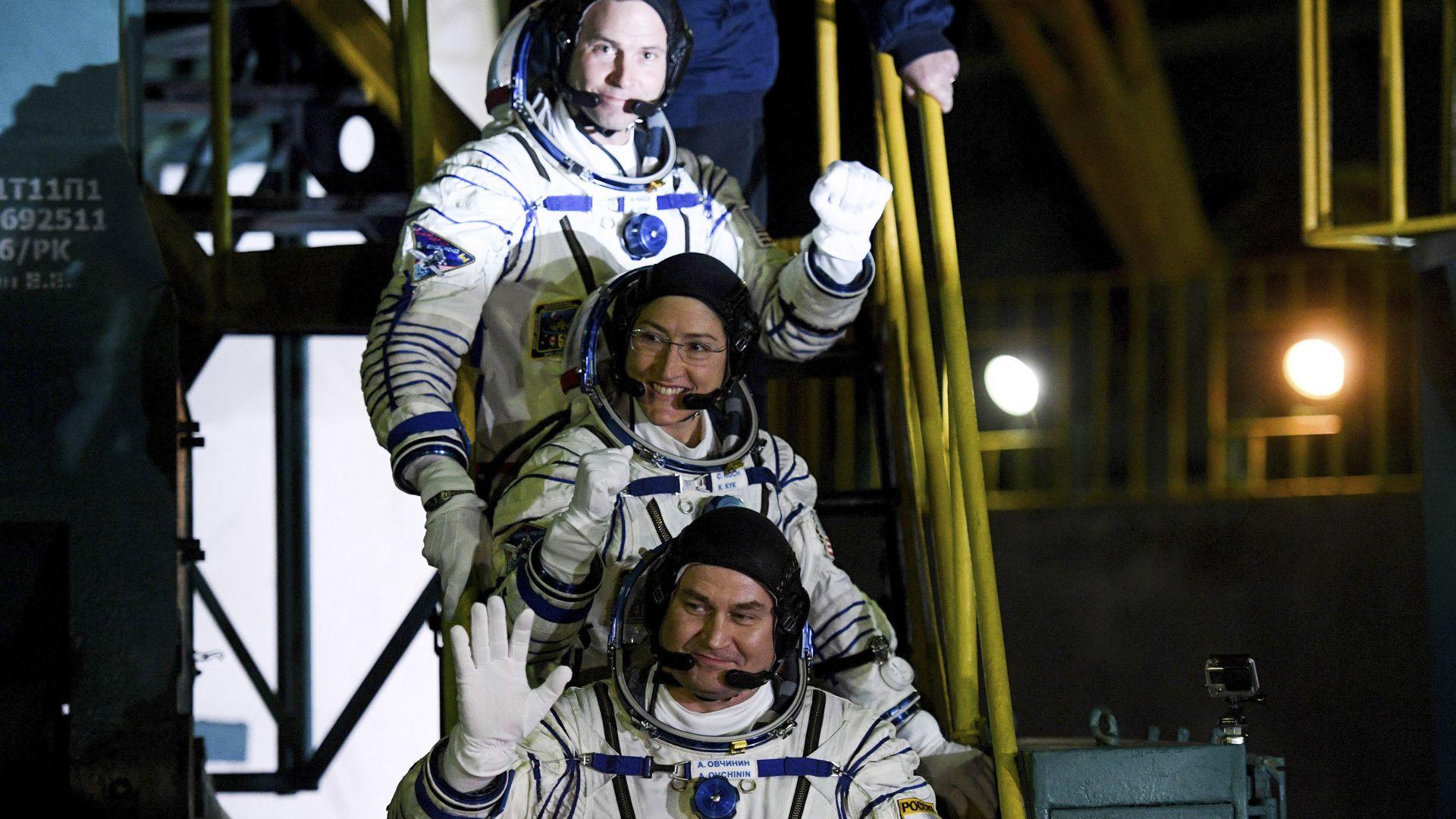 Американски астронавти ще продължат да тренират в Русия