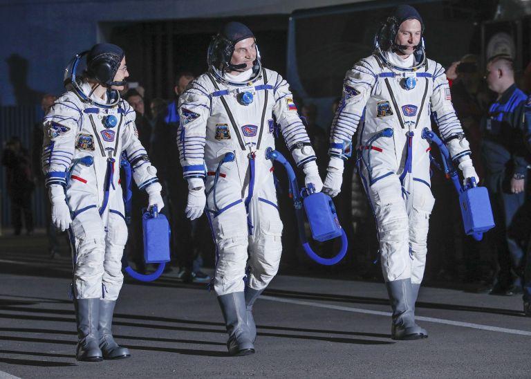 руският космонавт Алексей Овчинин и астронавтите от НАСА Ник Хейг и Кристина Кох