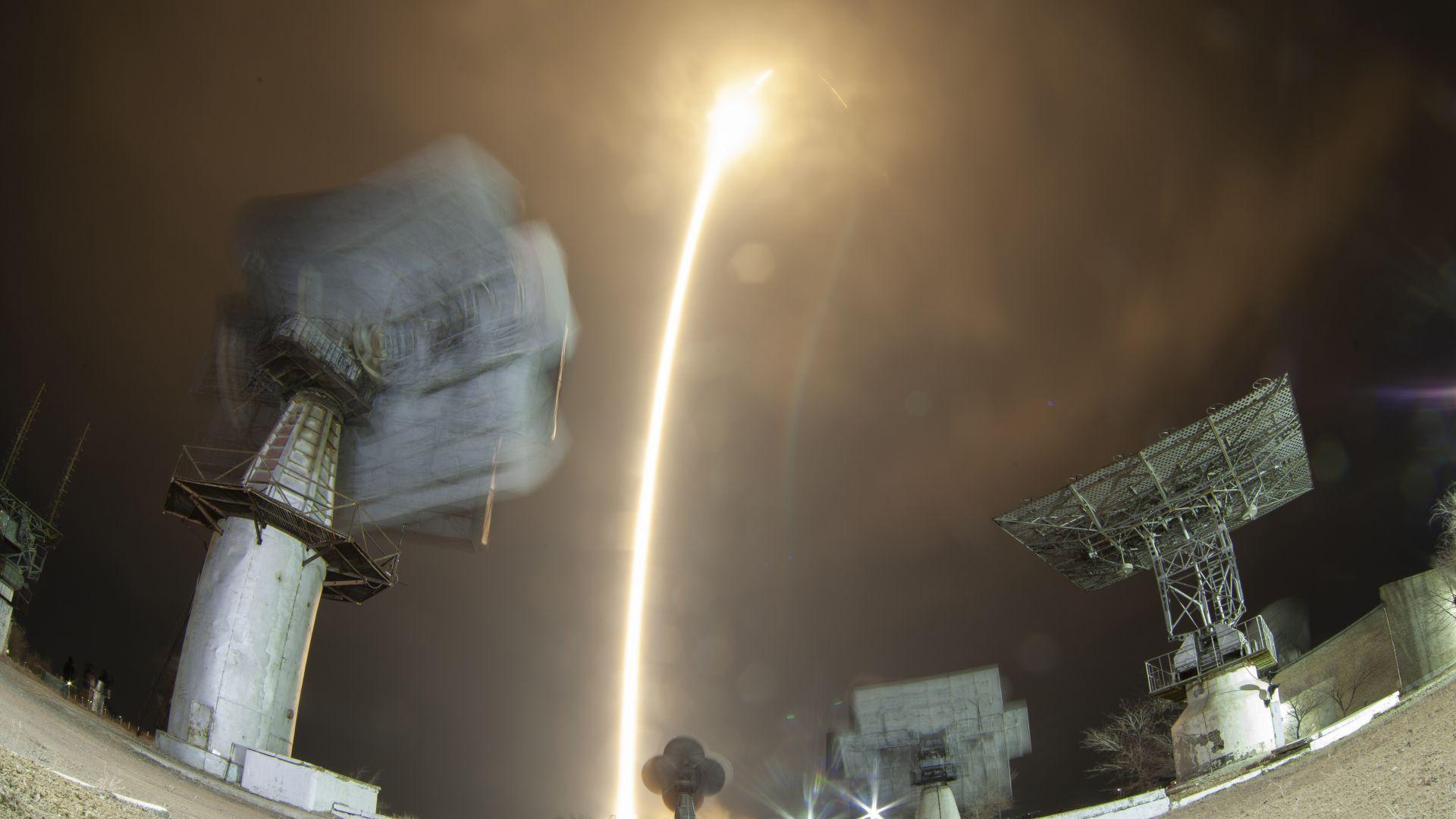 """Пилотираният """"Союз МС 12"""" излетя към МКС (снимки)"""