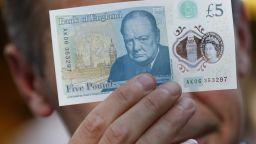 Спад на британската лира преди ключовия вот за Брекзит
