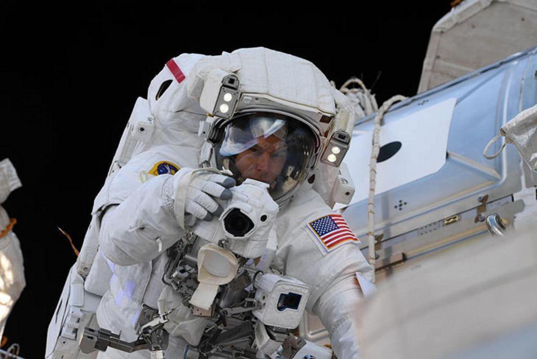 Астронавтът - фен и фотограф любител.