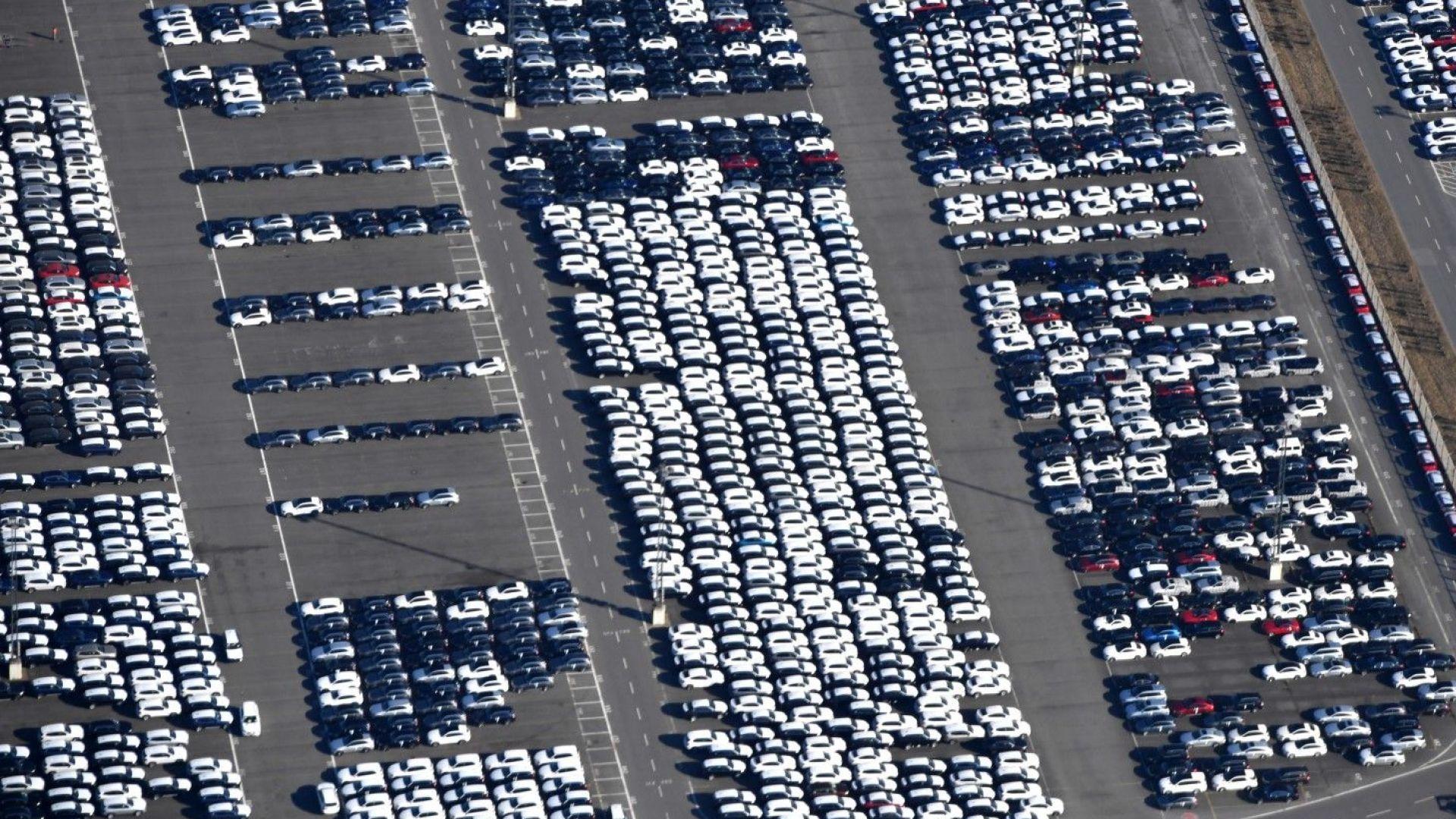 Продажбите на нови автомобили в ЕС намаляват, но има и надежда за обрат