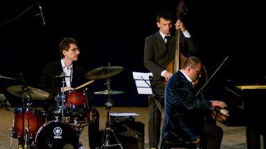 Ангел Заберски Трио с премиера на нов албум