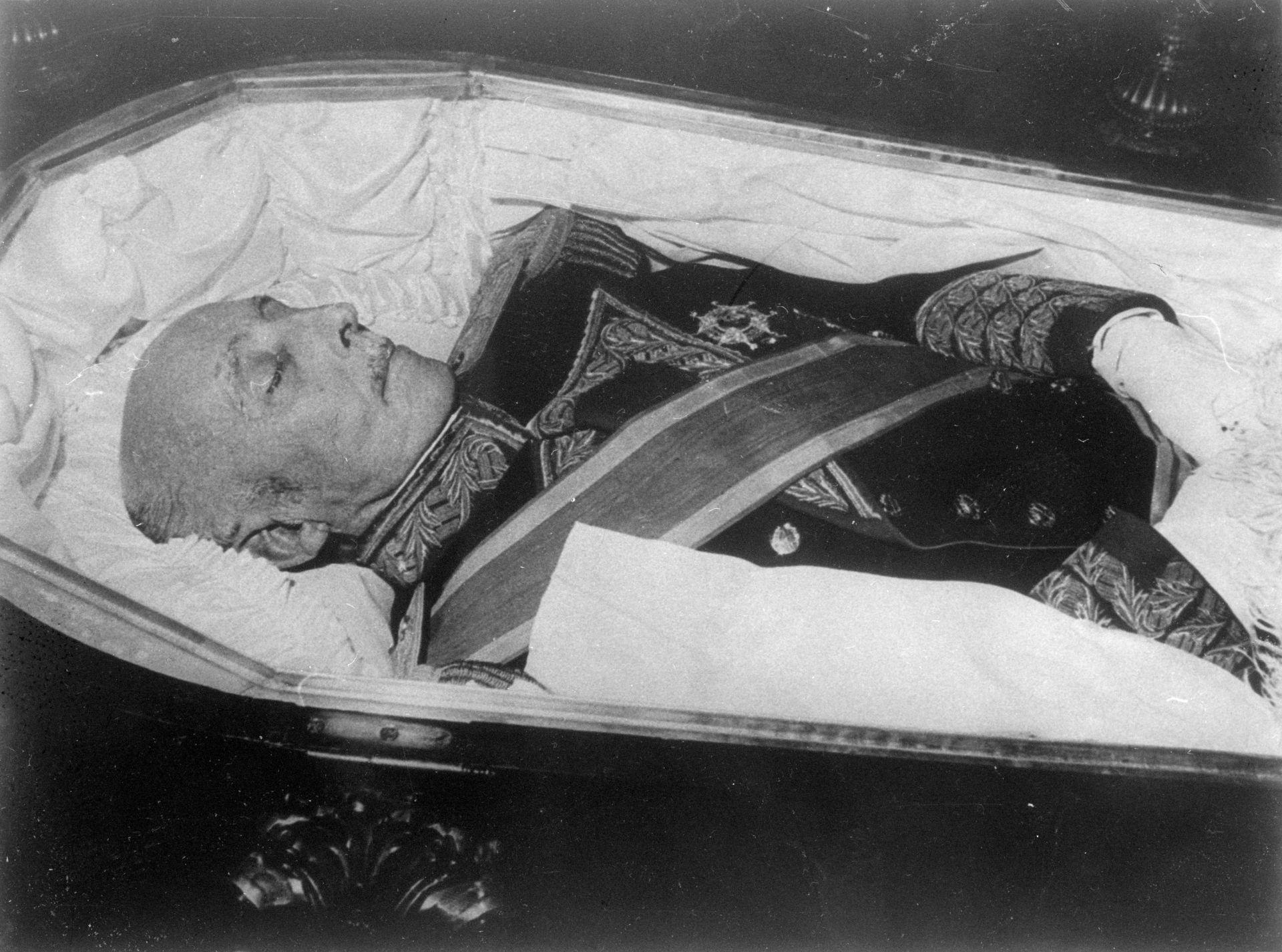 Франко умира на 20 ноември 1975 г.