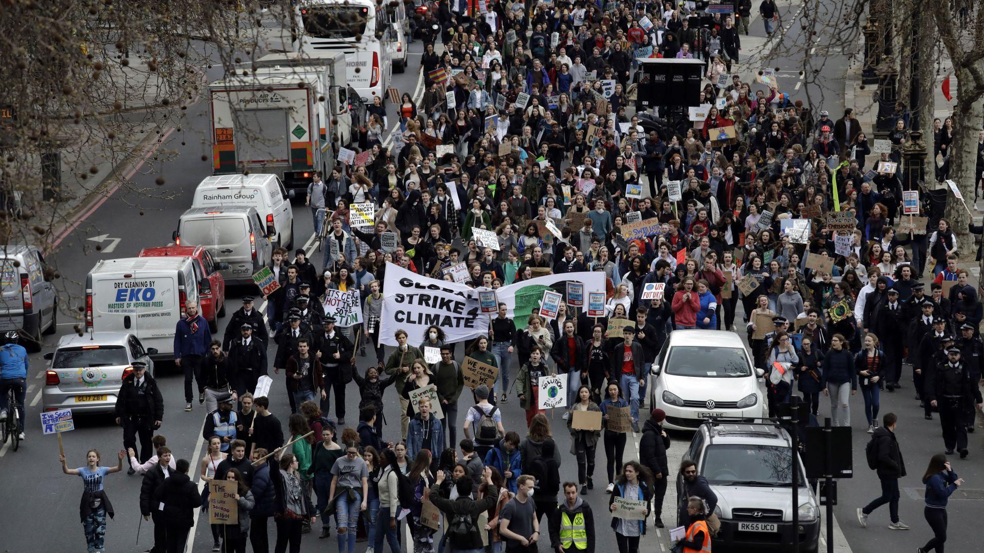 Ученици от 100 страни на протест в защита на климата
