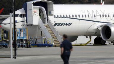 Полетите на Боинг 737 МАКС засега остават под запор