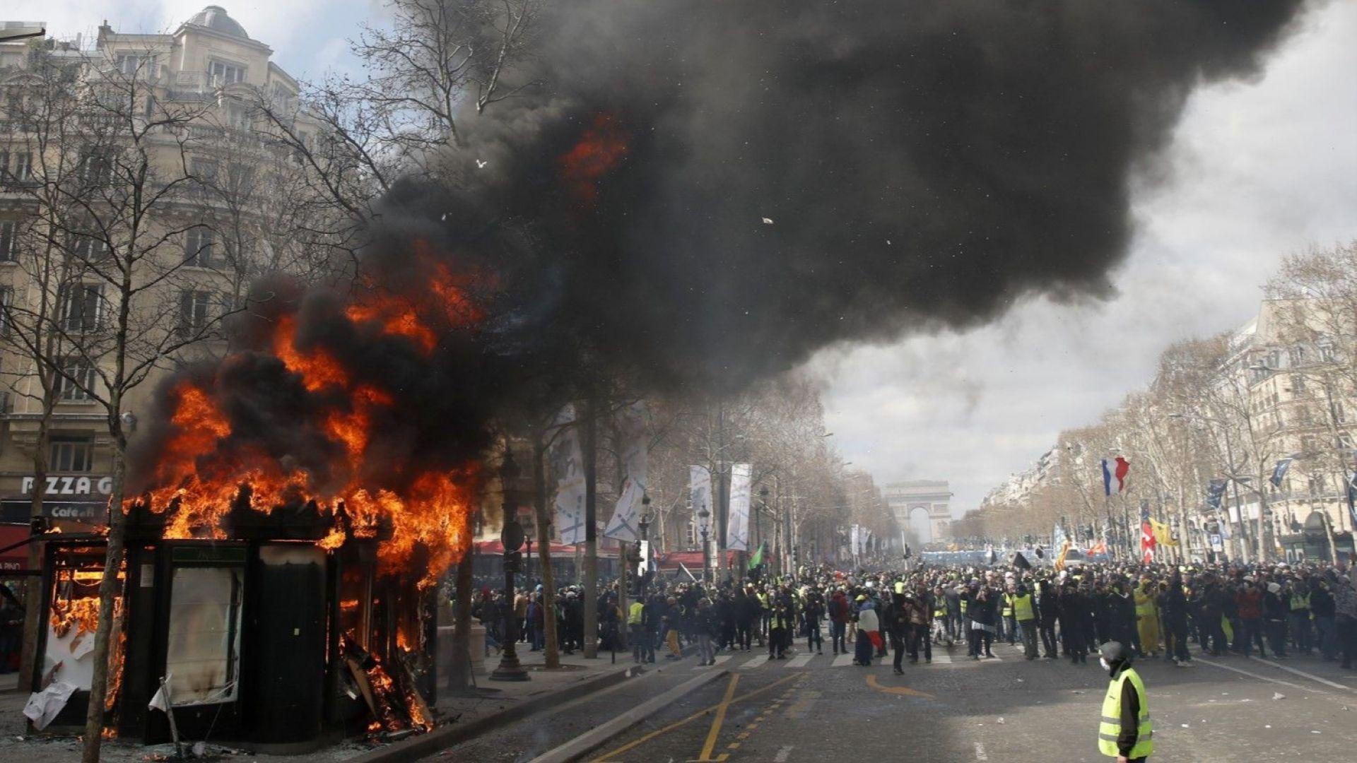 """""""Жълтите жилетки"""" влязоха в сблъсъци с полицията край Триумфалната арка"""