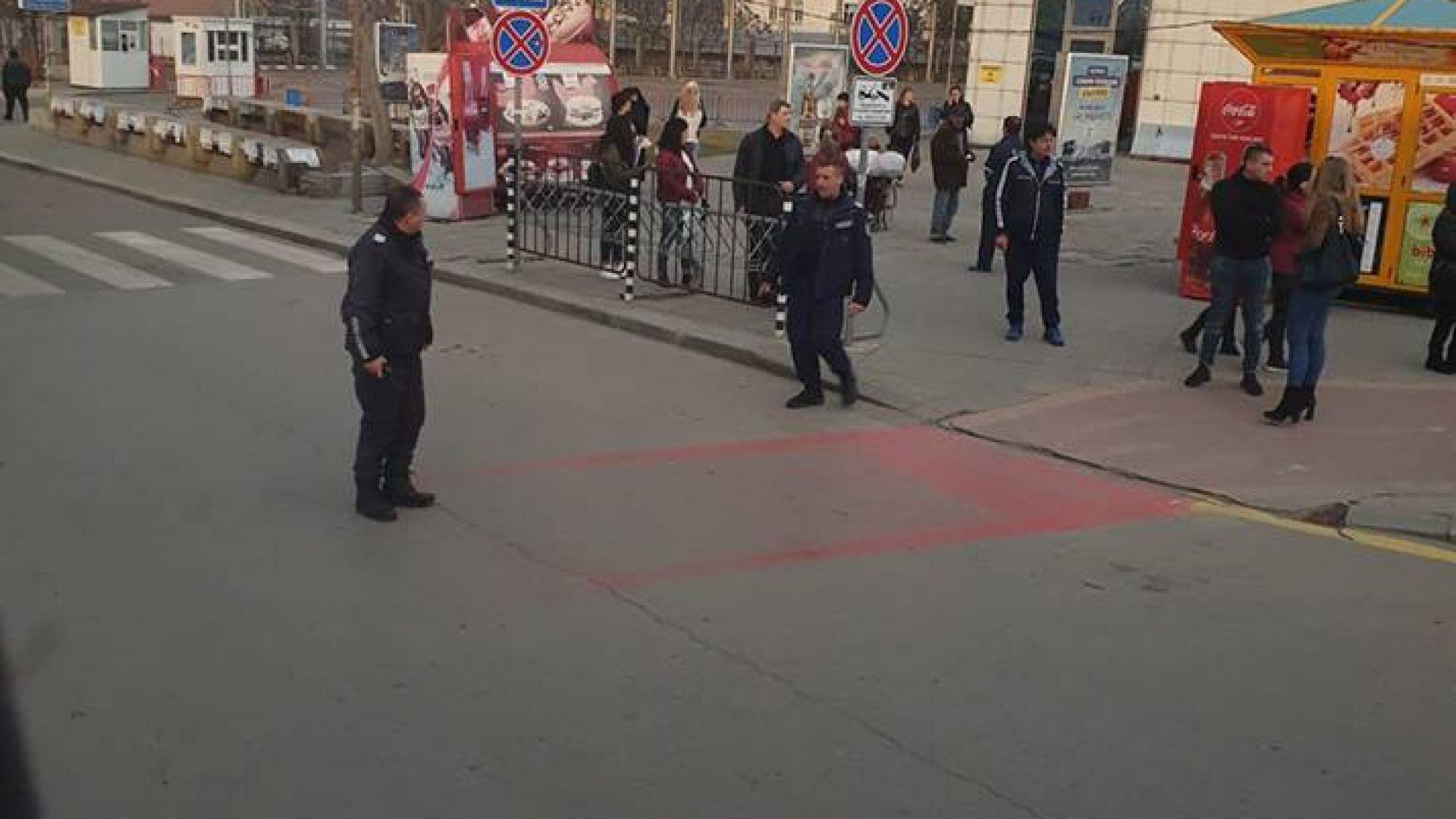 Централна жп гара и автогарата в София са евакуирани заради