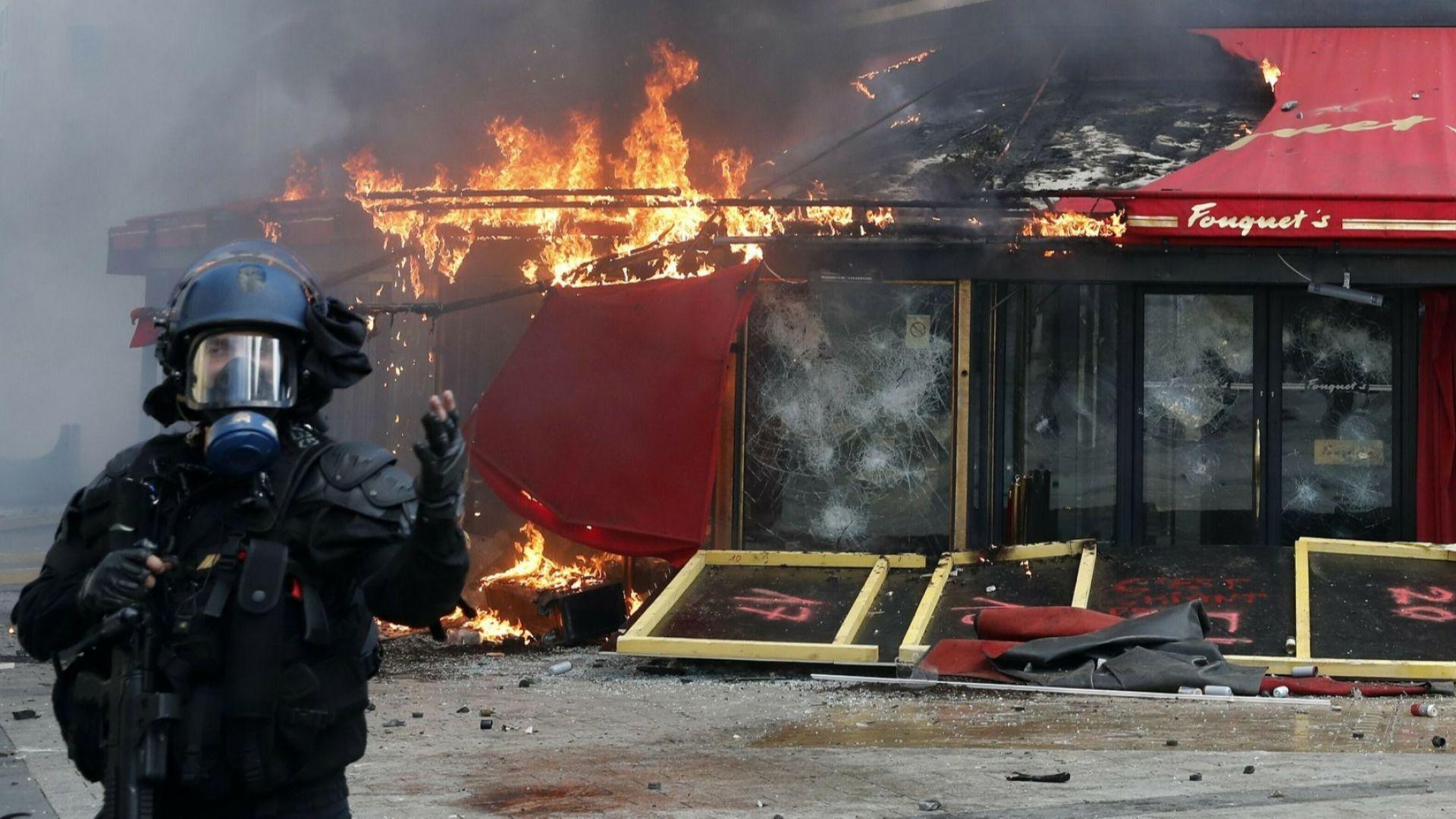 """Сменят шефа на парижката полиция, край на протестите на """"Шан-з-Елизе"""""""