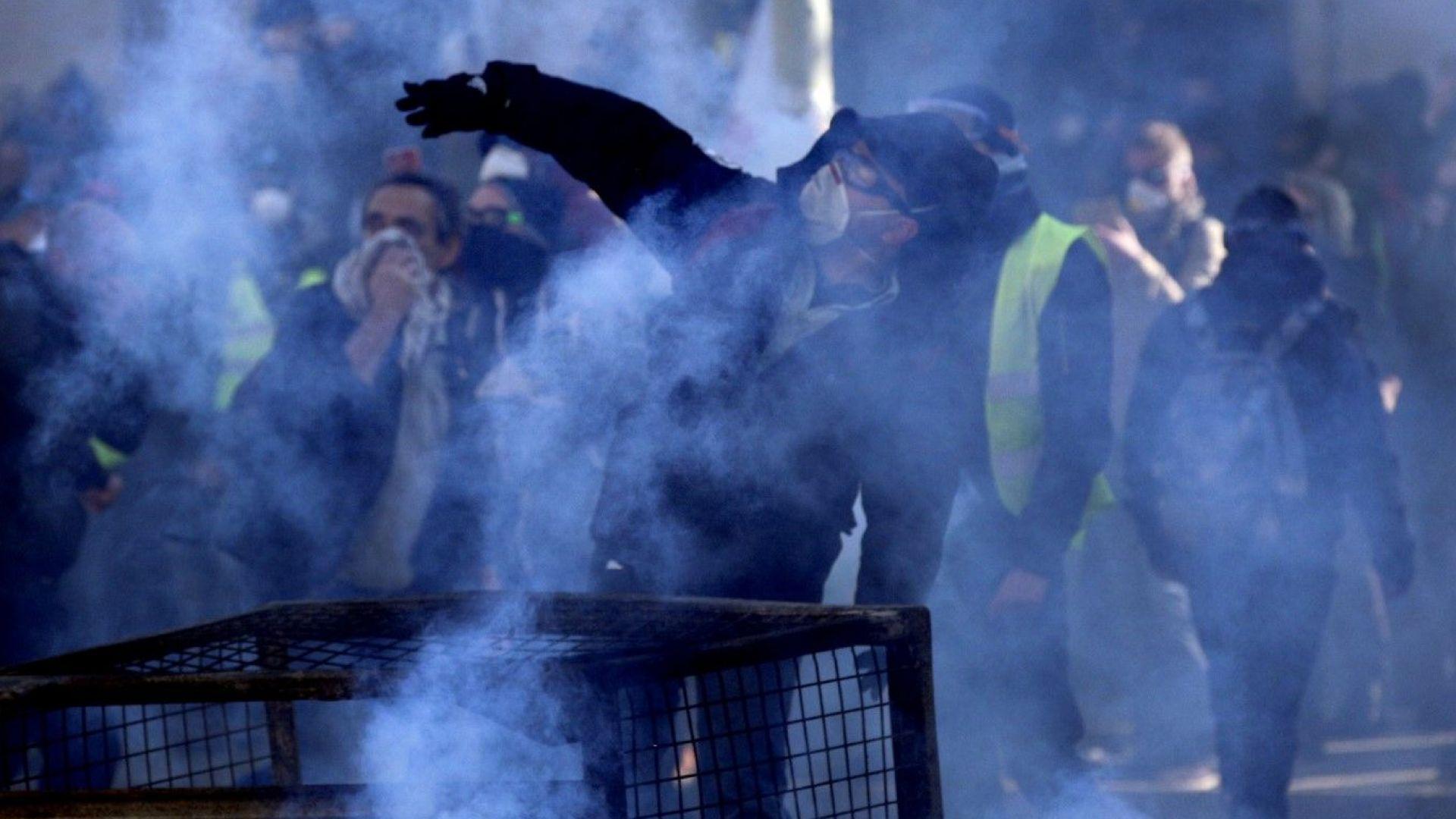 Френският президент Еманюел Макрон остро осъди насилието при протестите на