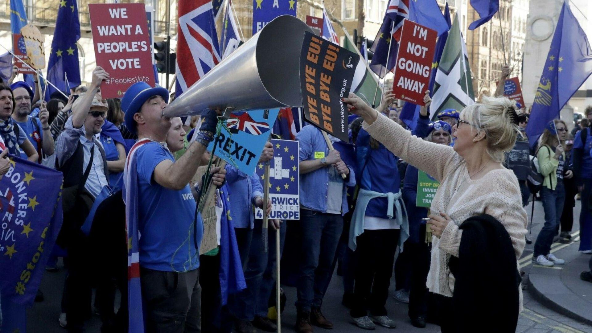 Британският премиер Тереза Мей предупреди в авторска статия от днес,