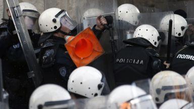 """Протестиращите """"освободиха"""" Вучич, гневът се обърна към полицията"""