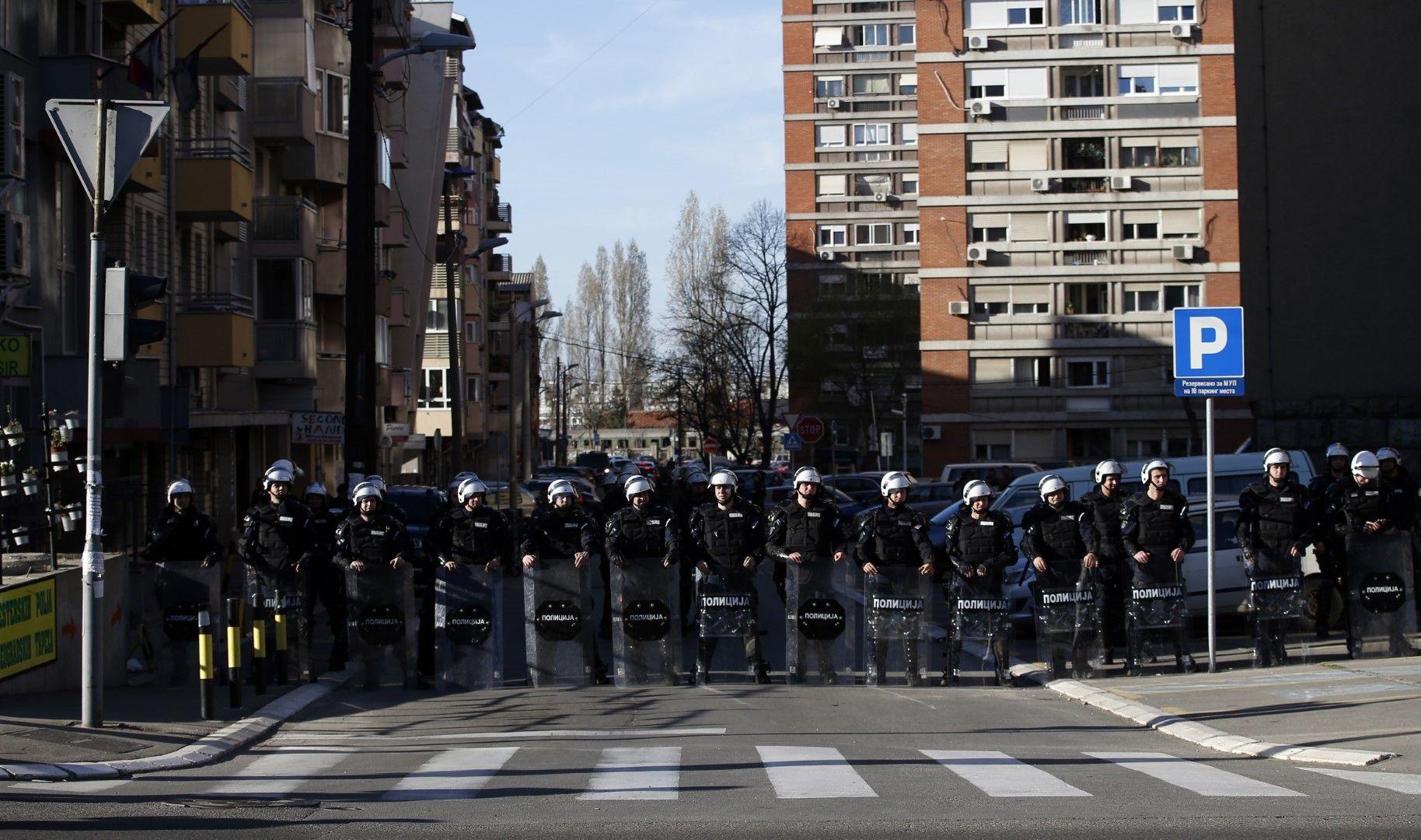 Полицейски кордон пред централата на полицията в Белград