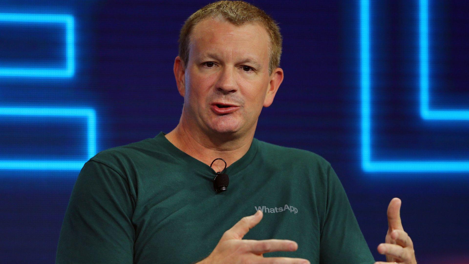 Съосновател на WhatsApp: Напуснете Facebook