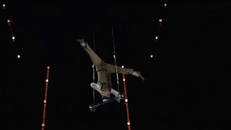 Руски акробат, паднал от 18 метра, показва животозастрашаващ номер