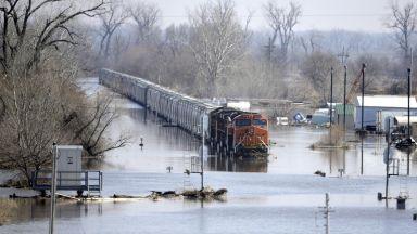 Опустошителни наводнения в САЩ: Мисури се надигна до 14.50 м и заля Небраска