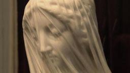 """Тайната на """"забулените"""" статуи"""